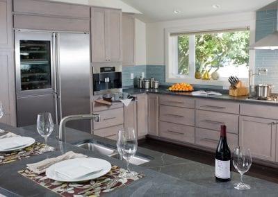 Sleek and Serene Kitchen & Bath – Kirkland / Bay Park Residence